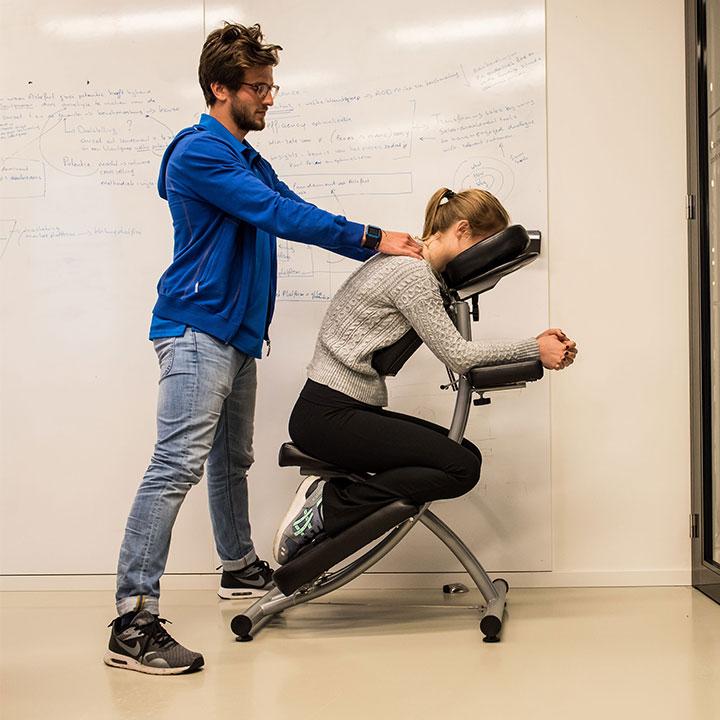 Stoelmassage | Bedrijfsfysiotherapie | Actifytaal